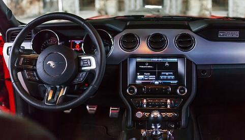 classycar_wynajem_wypożyczalnia_samochodów_ford_mustang_v8_32v_3